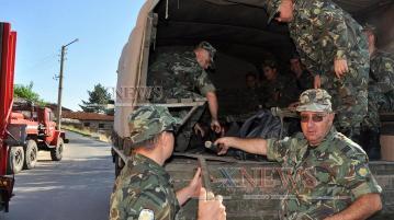 Военните в готовност да пуснат хеликоптер