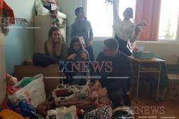 """Гимназисти събират дрехи и играчки в кампания """"Дари усмивка"""""""
