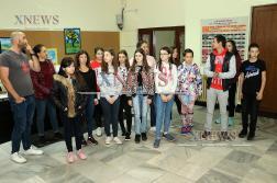 Хасковският театър с дарение към 13 млади художници