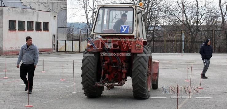 Бъдещи фермери демонстрираха майсторско управление на трактор