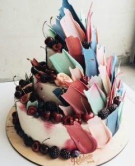 Trendy brushstroke cake ideas for newbie beginner bakers. I love decorating cakes and this new brushstroke trend is so cool! These cake ideas are genius and so easy to make for beginner bakers! It so simple to decorate these cakes! Very cool technique! Saving for later!