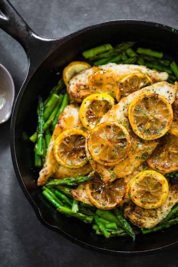 Easy 5 Ingredient Lemon Chicken with Asparagus | Today we are looking at 16 clean eating dinners that'll take 30 minutes to make. It's nice to have some quick and easy clean eating recipes like these that you can refer back to. These healthy meals take 30 minutes so you can enjoy the rest of your night full and satisfied. #xokatierosario #cleaneatingdinnerrecipes #healthymeals #30minuterecipes