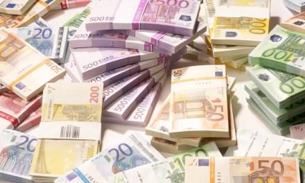 10ετές ομόλογο: 2,5 δισ.€ άντλησε το Δημόσιο με επιτόκιο 3,9%-Τσίπρας προς Μητσοτάκη: Πάλι πέσατε έξω (video)