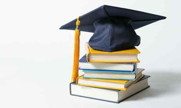 Υποτροφίες σε Μαθητές Λυκείων του Δήμου Παπάγου – Χολαργού
