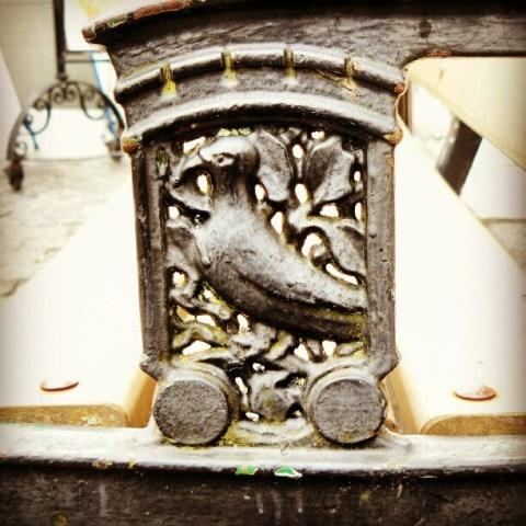 Birdie bench