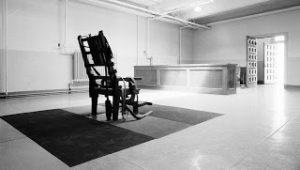 Το πείραμα του Μίλγκραμ: Η φάρσα του τελευταίου μοχλού που ξεγυμνώνει το ανθρώπινο τέρας