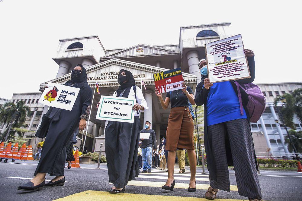 XplodeLIAO_妇女们反驳政府上诉照片