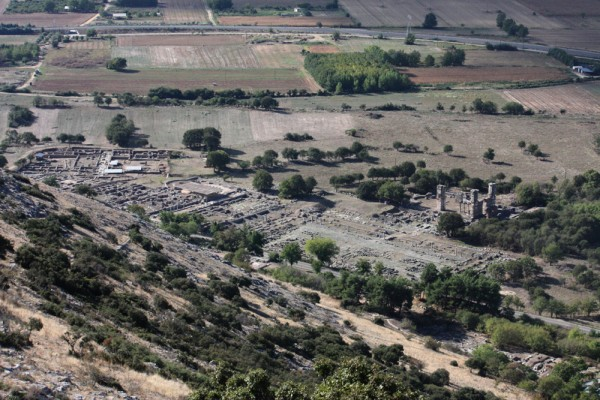 Η Πανεπιστημιακή ανασκαφή βρίσκεται στα ανατολικά του επισκέψιμου αρχαιολογικού χώρου