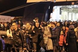 Τι ζητάνε οι πρόσφυγες μόλις φτάσουν στον καταυλισμό; Νερό, τροφή ή κάτι άλλο;