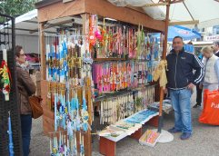 Στην πλατεία της Καβάλας: Από 1 μέχρι και 8 ευρώ οι τιμές των χειροποίητων λαμπάδων