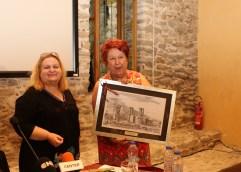 ΚΑΤΕΡΙΝΑ ΠΕΡΙΣΤΕΡΗ ΑΠΟ ΤΗΝ ΚΑΒΑΛΑ: Ξενάγηση στο μοναδικό μνημείο του Τύμβου Καστά στην Αμφίπολη