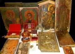 Σύλληψη ημεδαπής γιατί πουλούσε κομποσκοίνια, σταυρουδάκια και εικόνες αγίων χωρίς άδεια