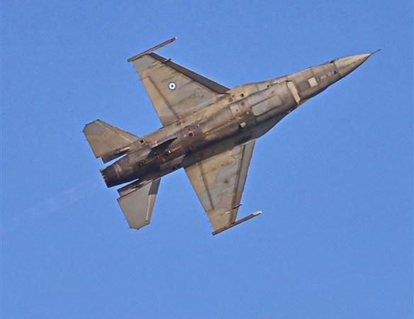 Στις 11.00 έγινε η υπερπτήση F16 πάνω από την Καβάλα : Το συγκινητικό μήνυμα του πιλότου της ομάδας «Ζευς» της ΠΑ
