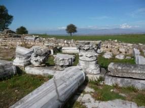 Οι Βυζαντινή Αμφίπολη έχει σκεπάσει, όπως συνέβη και με τους Φιλίππους, την αρχαία πόλη.