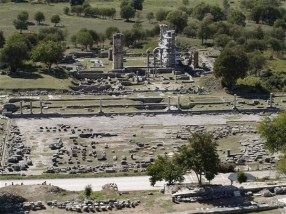 Η τοποθεσία που είναι τα ιερά των βράχων προσφέρεται για μια συνολική θεώρηση της περιοχής, από τον αρχαιολογικό χώρο μέχρι τις κορυφές του Παγγαίου.
