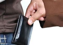 Kλοπές πορτοφολιών από πελάτες καταστημάτων στην Καβάλα, τη Δράμα και το Βόλο