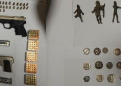 Σύλληψη αρχαιοκάπηλου  στην Καβάλα για παράνομη κατοχή αρχαίων κινητών μνημείων, όπλων και πυρομαχικών