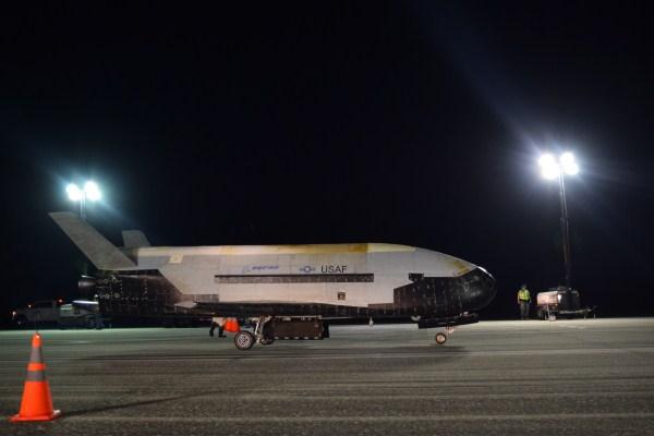 Τι ακριβώς κάνει εκεί πάνω το αυτόνομο στρατιωτικό διαστημοπλάνο Χ-37Β των ΗΠΑ που μόλις επέστρεψε από μυστική αποστολή-ρεκόρ 780 ημερών;
