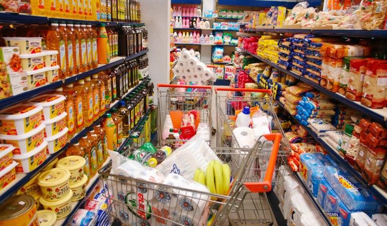 Σχεδιάζεται επέκταση της απαγόρευσης μετακινήσεων, εξετάζεται η μονοδρόμηση στους διαδρόμους των σούπερ μάρκετ, συνεχίζονται οι έλεγχοι στην αγορά