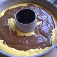 Τέλεια συνταγή για ένα ζουμερό κέικ μπανάνα με πραλίνα σοκολάτας!