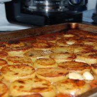 Νόστιμες πατάτες φούρνου με βούτυρο