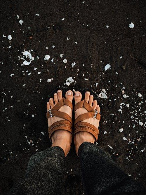 La sandale quand on est un homme fort