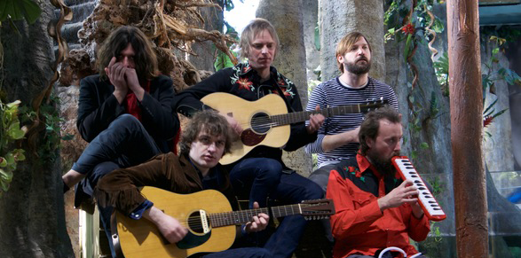 THE HANGING STARS Announce Debut Album 'Over the Silvery Lake'