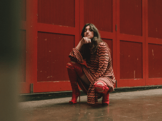 Rising star CAITLYN SCARLETT unveils stunning new video for 'Happy When'