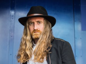 CORMAC NEESON releases single 'Broken Wing', taken from his solo debut album 'White Feather'
