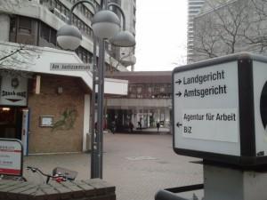 Justizzentrum Köln: Viele Wege führen zu Andreas Winkler (Bild: mupfl.com)