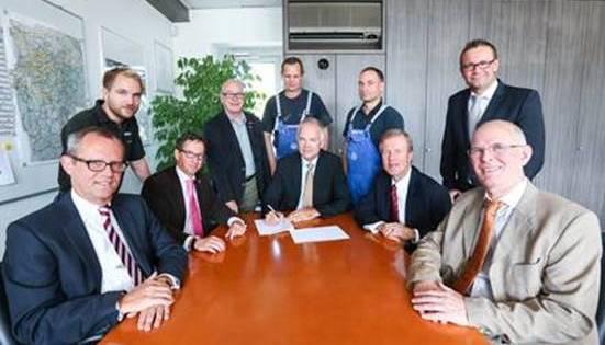 IGM Verhandlungskommission und Geschäftsführung vlnr: Dr. Ulrich Kiffe, Heiko Schulz, Ralf Claessen (IGM), Karl-Heinz Reidenbach, Heinz Krämer, Markus Tölke, Andreas Graap, Bernd Lindemann, Detlev Schiffer