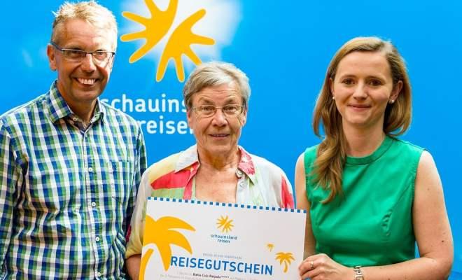 v.l. Uwe Busch, Geschäftsführer SSB Duisburg, Anita Fackert, Gewinnerin, Frau Feier-Leist, Schauinsland Reisen