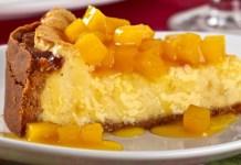 Torta Gelada de Maracujá com Calda de Manga