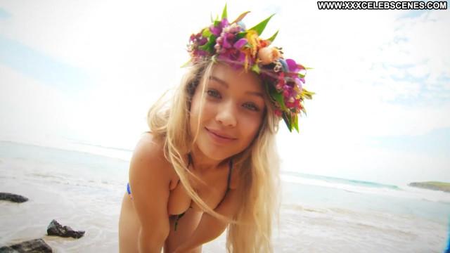 Gigi Hadid Sports Illustrated Swimsuit Celebrity Swimsuit Beautiful