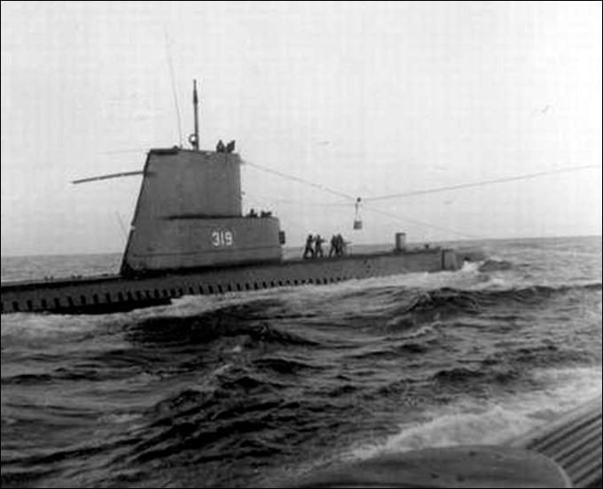 SS Becuna resupplying