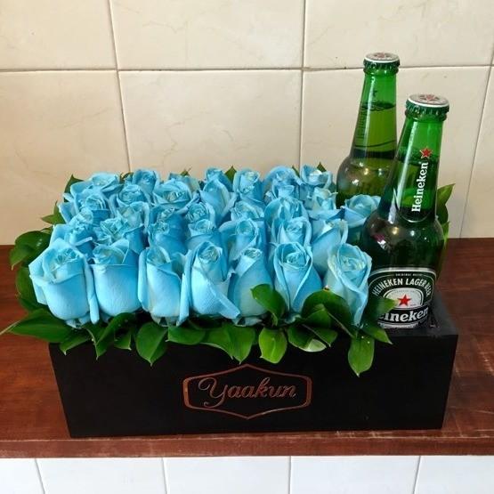 Caja Yaakun Con Flores Azules Y Cerveza Yaakun Flores