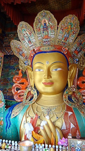 Ladakh statue du Bouddha Matreya au Ladakh