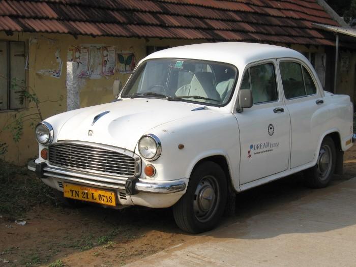 Inde vieille voiture de marque Ambassador