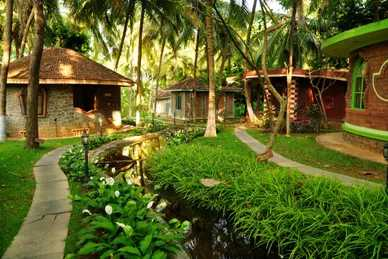 Inde Kérala bungalows sour des cocotiers