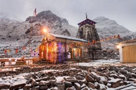 kedarnath temple at night 2