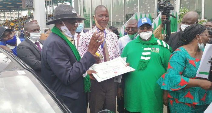 Ekiti Teacher, Asubiojo Henry Olaoluwa, Emerges Best Teacher In Nigeria