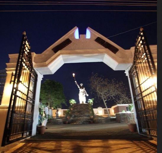 moremi-statue-of-liberty1