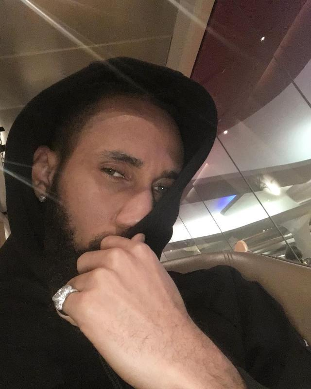 Call Me A Musician Not A Rapper - Phyno