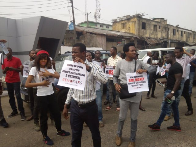 DQwj2pwUMAE cZE - See Photos From The #EndSARS Nationwide Protest