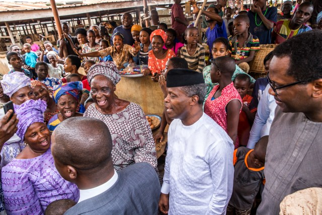 Vice President Yemi Osinbajo Ikenne Market 1 - VP Osinbajo Makes Surprise Visit To Market In Ogun State, Takes Selfie With Traders, Children
