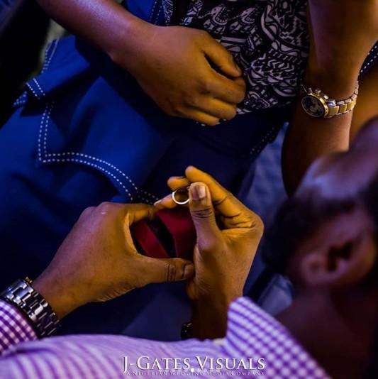 propose on a plane3 - Nigerian Man Proposes To His Girlfriend On Board A Plane To Dubai. (Photos)