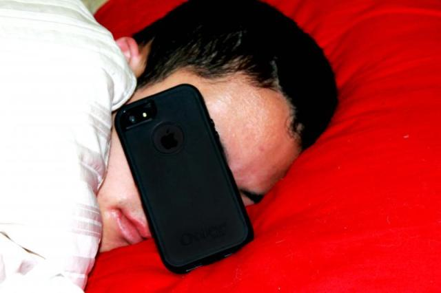 phone sleep  - Stop sleeping with your cellphone – Experts Warns