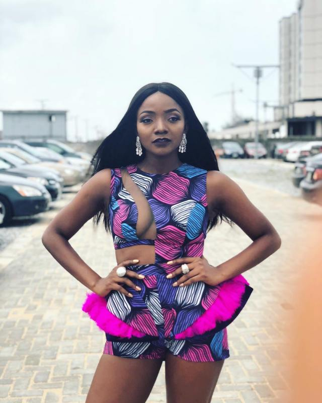 Adekunle Gold asks Simi's mum for her bride price; Simi's mum reacts