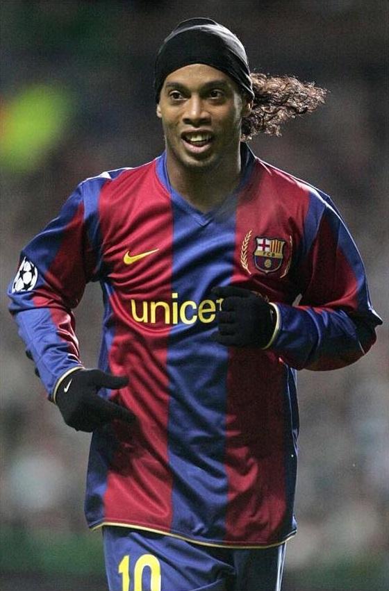 Ronaldinho loses passport
