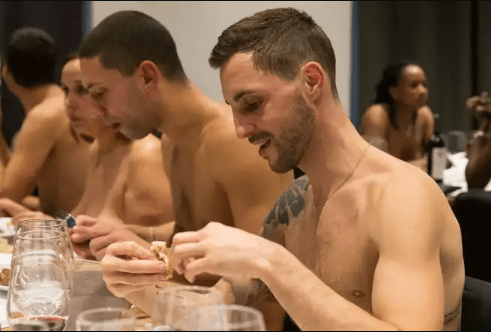 Paris' first naked restaurant shuts down due to lack of customers 7